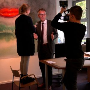 Burgemeester Janssen zingt voor Sint