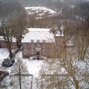 Kasteel en landgoed Nemelaer in de sneeuw